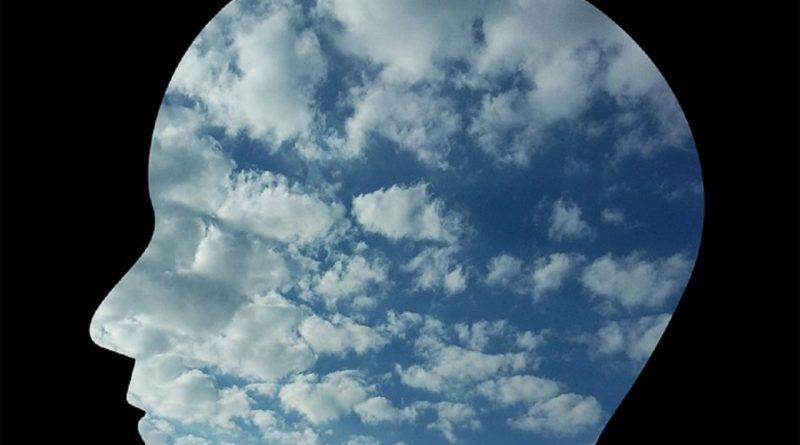 testa fra le nuvole