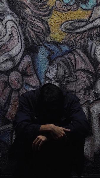 Supporto psicologico per uomo triste